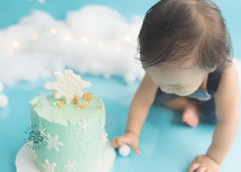 Toronto-North-York-baby-birthday-cake-smash-winter-snowflake-theme-photography (5).jpg