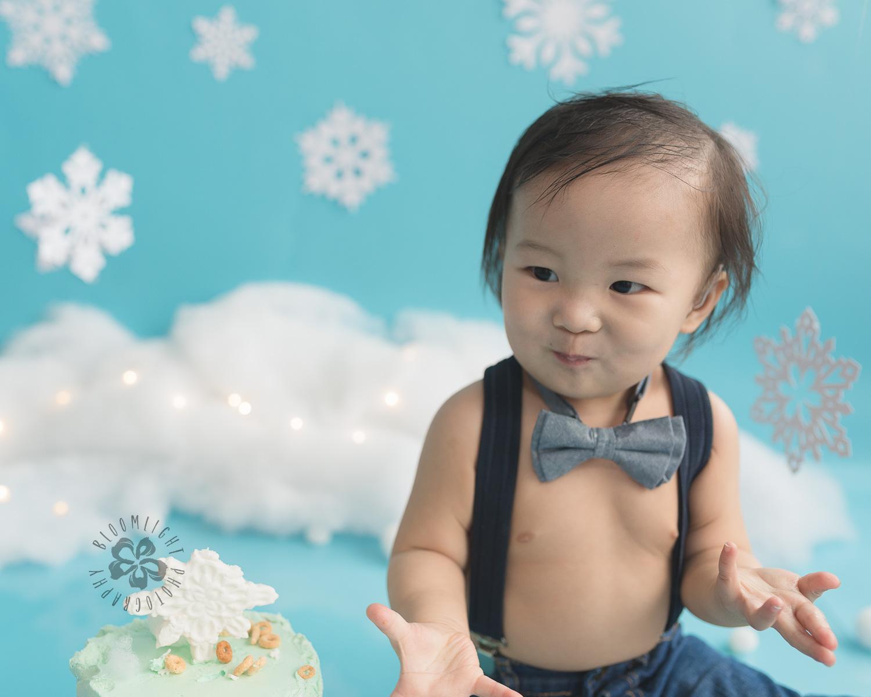 Toronto-North-York-baby-birthday-cake-smash-winter-snowflake-theme-photography (6).jpg