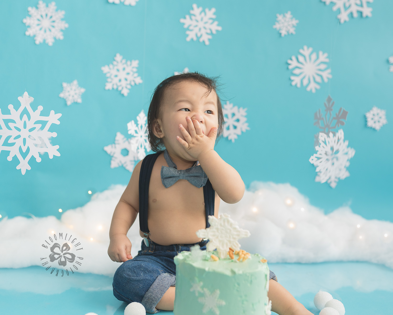 Toronto-North-York-baby-birthday-cake-smash-winter-snowflake-theme-photography (10).jpg