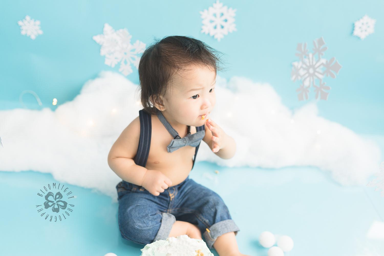 Toronto-North-York-baby-birthday-cake-smash-winter-snowflake-theme-photography (12).jpg