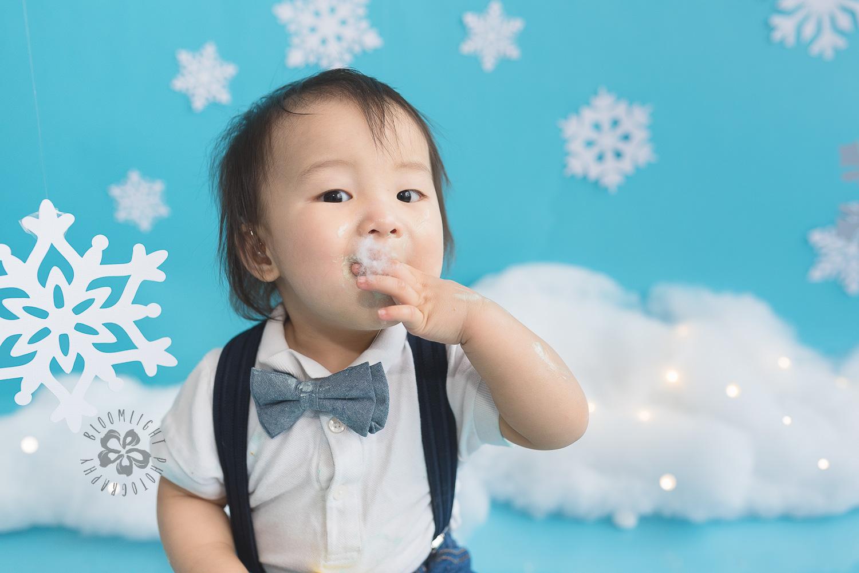 Toronto-North-York-baby-birthday-cake-smash-winter-snowflake-theme-photography (14).jpg