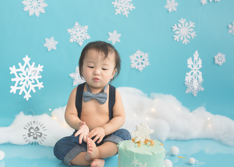 Toronto-North-York-baby-birthday-cake-smash-winter-snowflake-theme-photography (13).jpg
