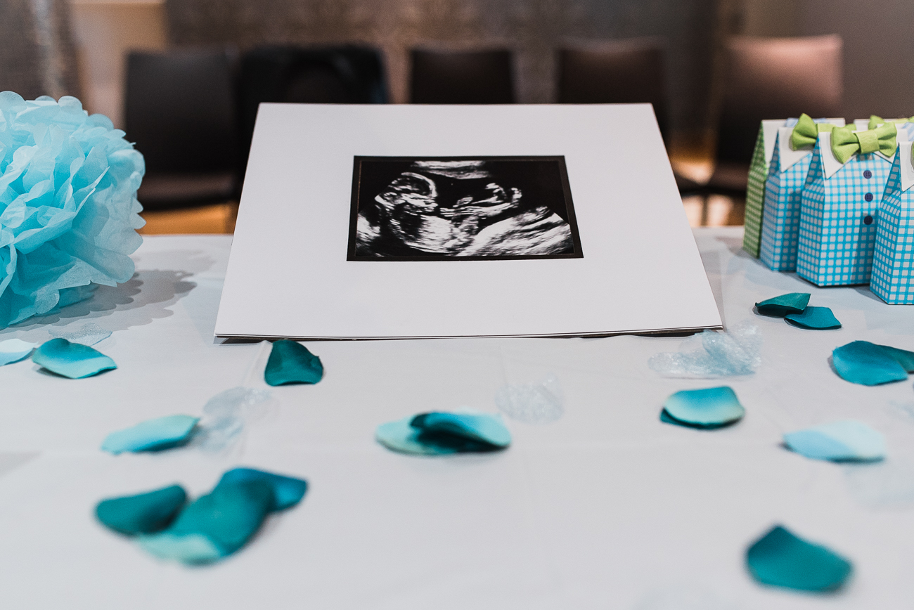 North York-baby-shower-photo-with-blue-cake-and-decor (20).jpg