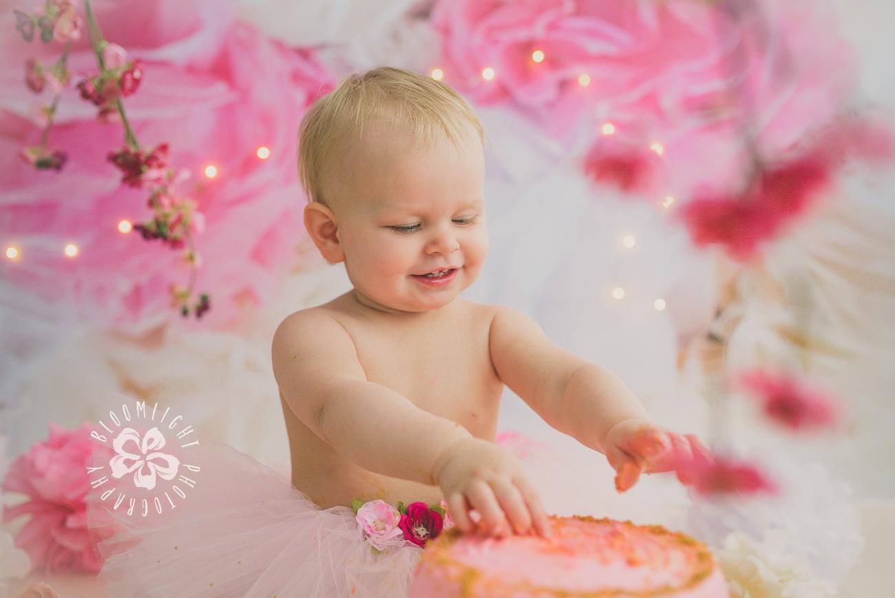 North York and Toronto baby birthday cake smash photo with Spring and blossom theme (6).jpg
