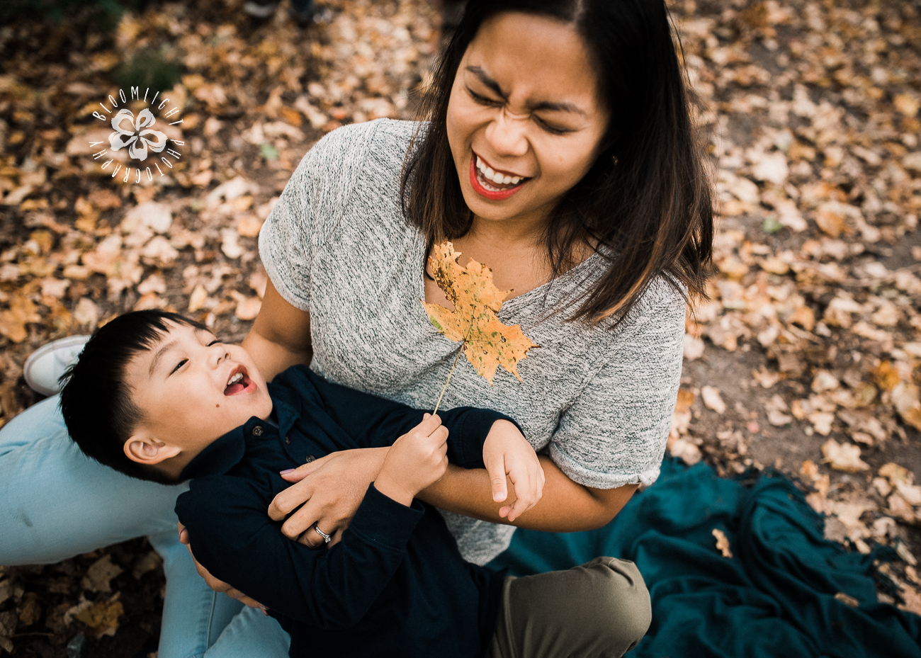 Candid-fall-family-mommy-me-Toronto-photographer.jpg