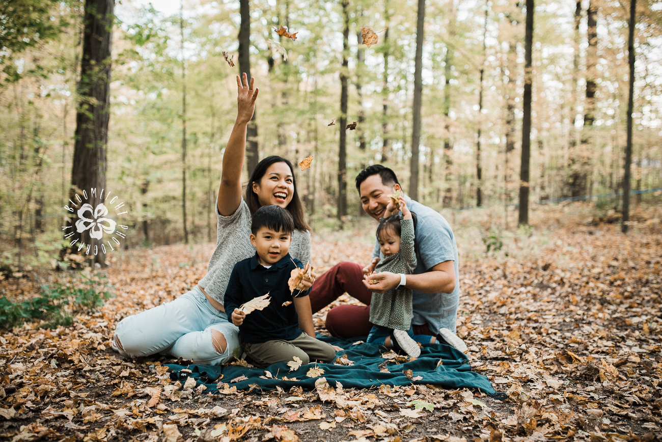 family-fall-happy-lifestyle-photo-Toronto-outdoor.jpg