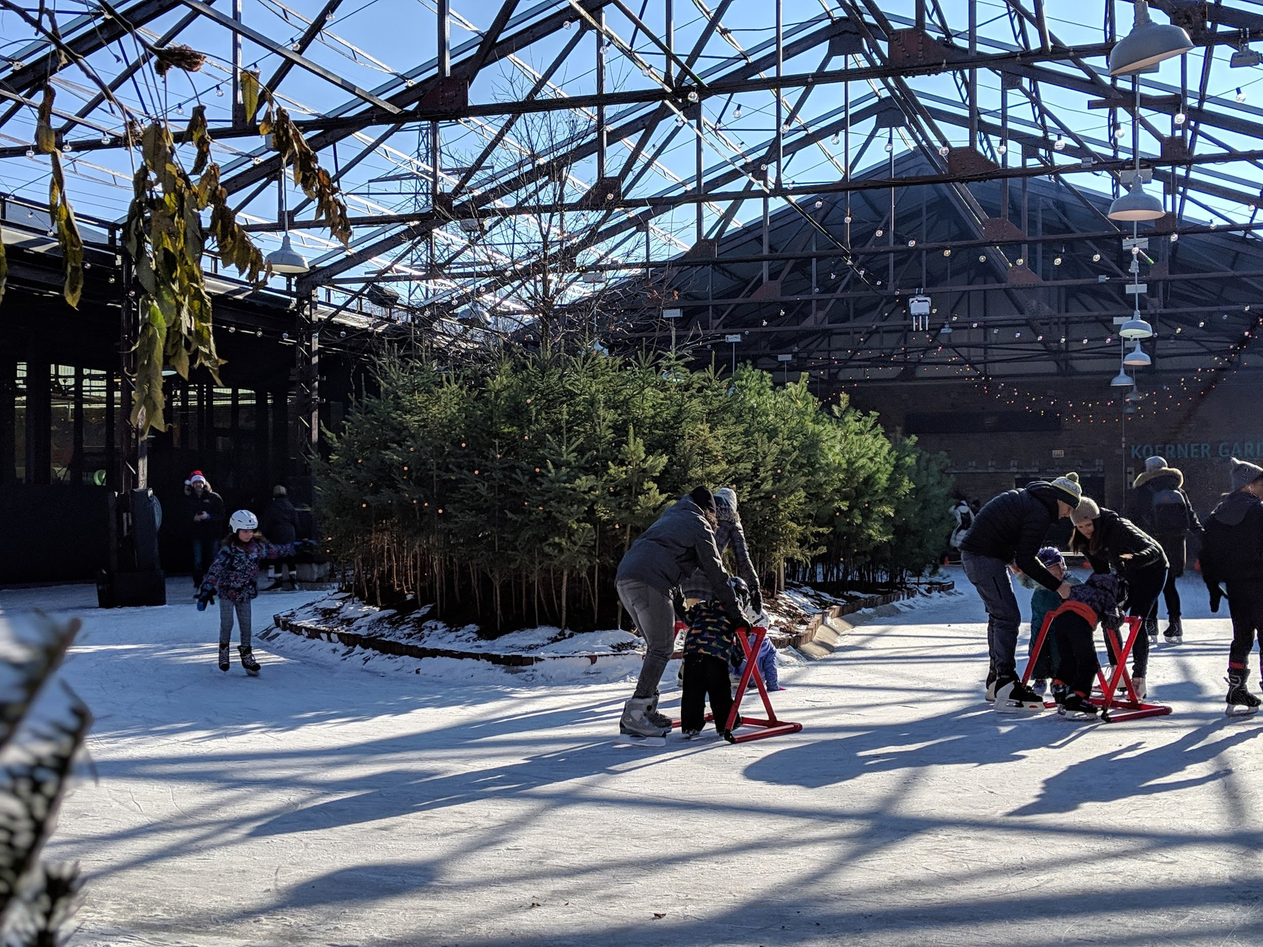 Children-family-winter-activity-Toronto-lifestyle-photographer.jpg