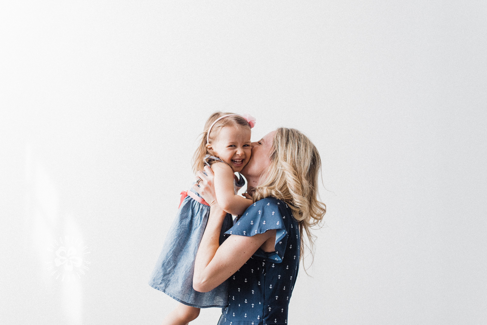 mother-baby-kiss-love-picture-Toronto-studio.JPG