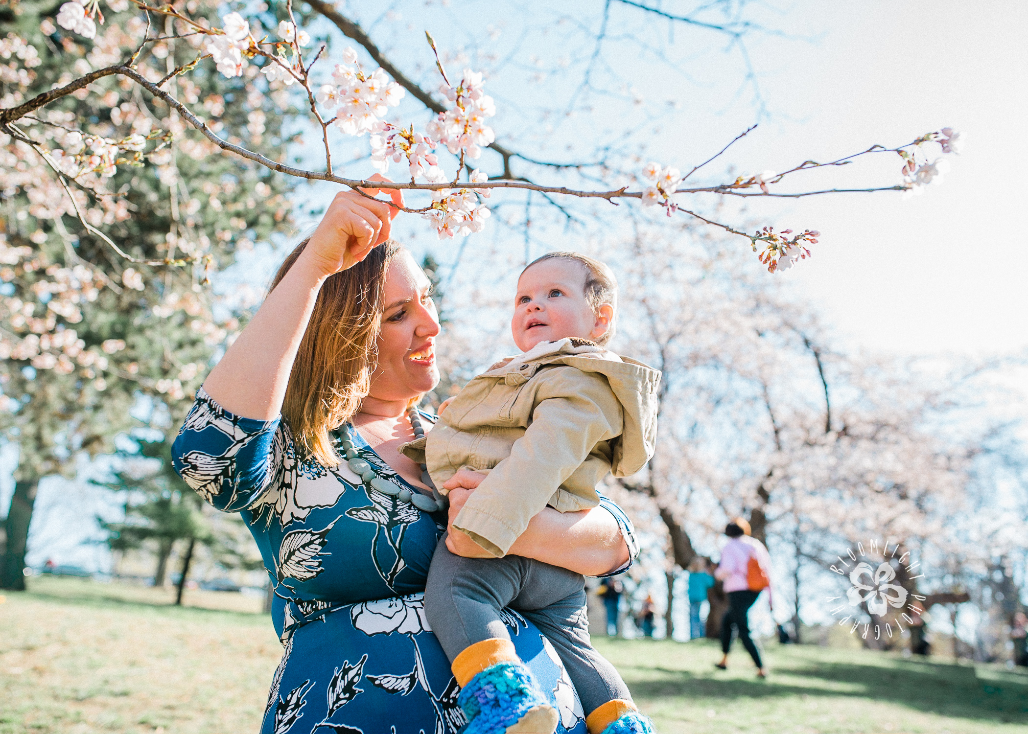 cherry-blossom-mommy-and-me-Toronto-photographer.JPG