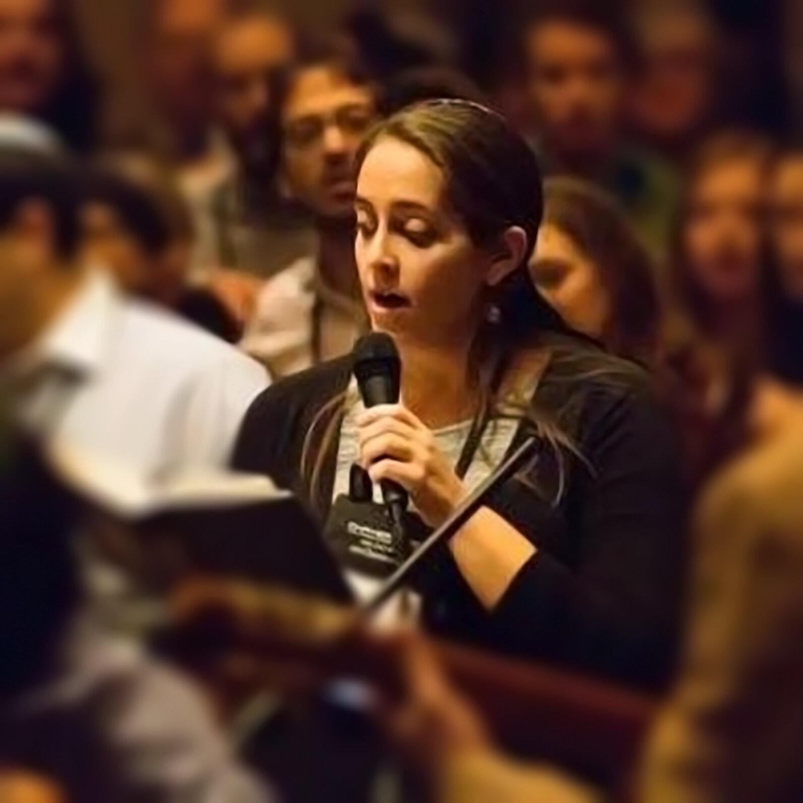 AmandaRussell_Microphone.jpg