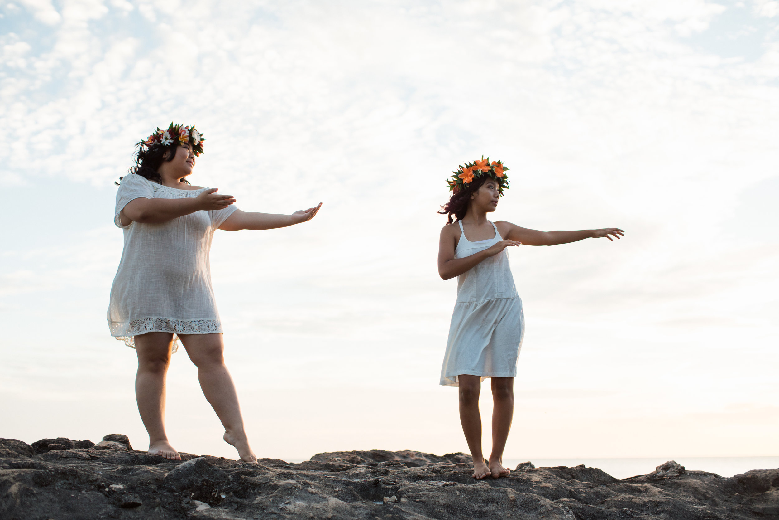 Family_hula_photographer_secret_beach.jpg