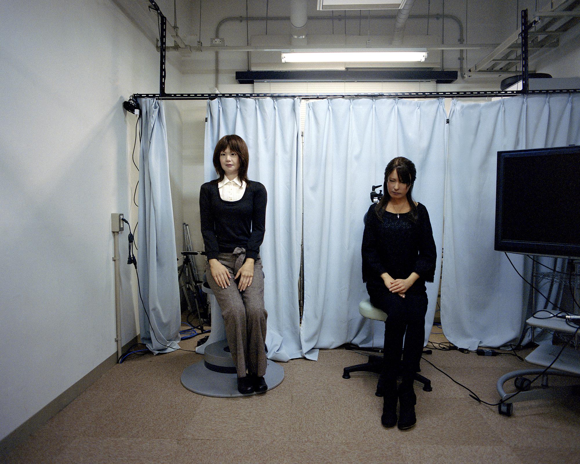 Geminoid-F & Actroid-F , 2013  Hiroshi Ishiguro Laboratories, ATR