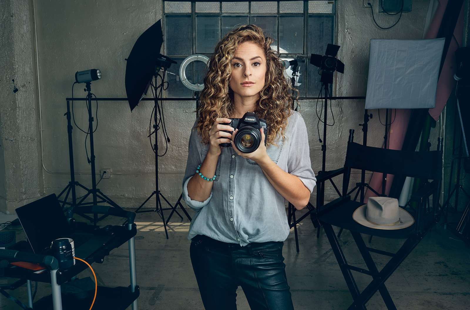 - Lauren photographs rad entertainers, creators, and entrepreneurs.Los Angeles based, she thinks people are awesome and loves finding their spark and smile.For new talent and headshots go HERE