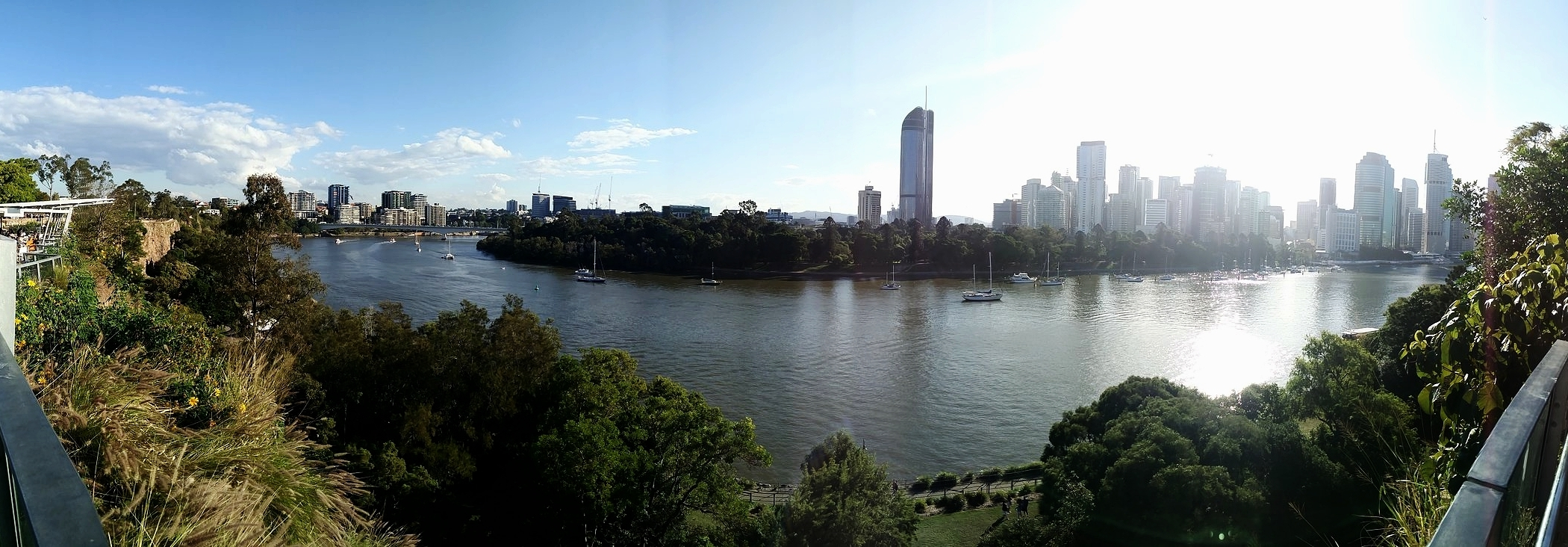 A panoramic view of the Brisbane River from Kangaroo Point: who says Brisbane ain't pretty?