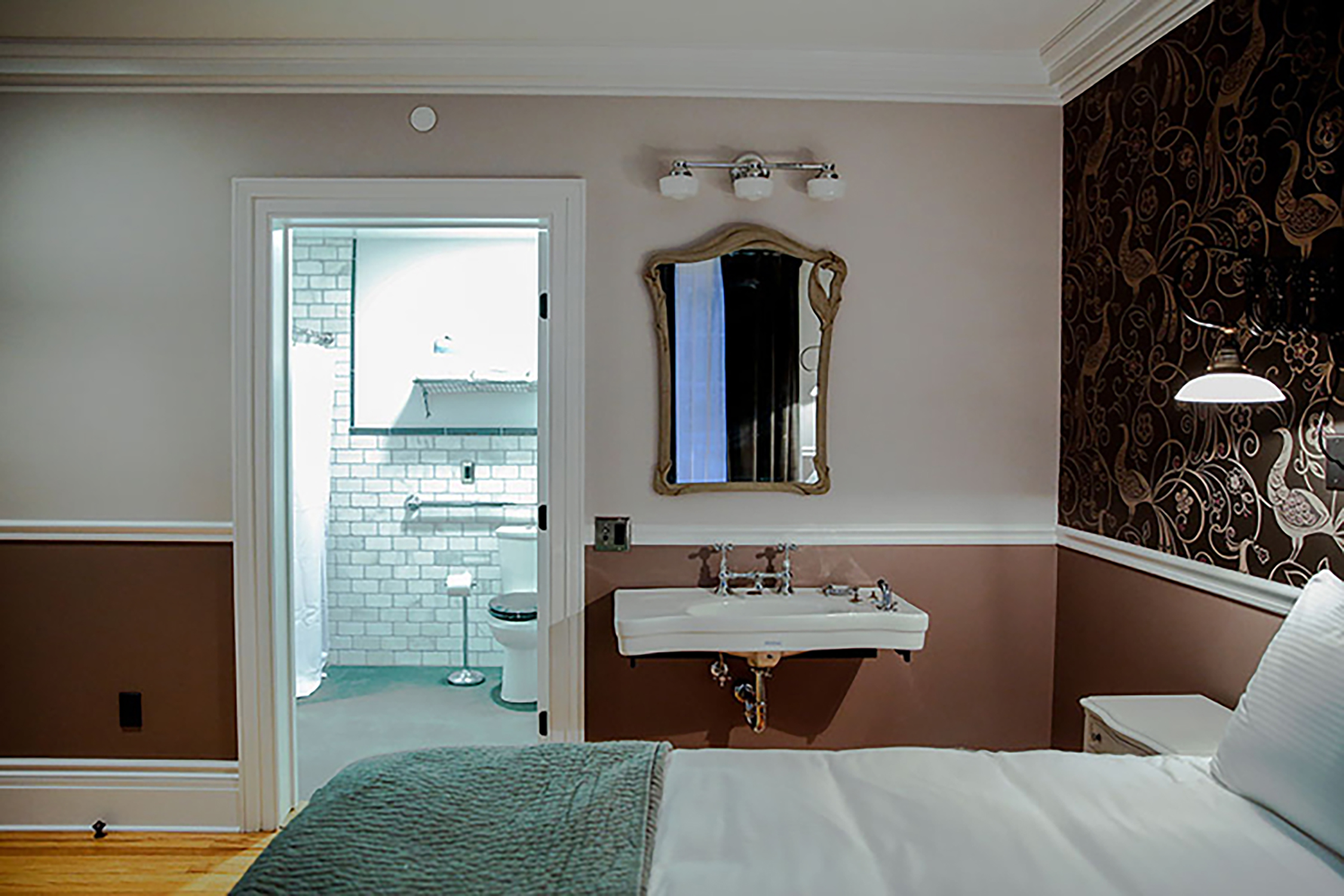5 guestroom101_b.jpg