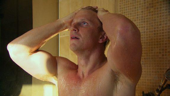 sean-lowe-shirtless-shower.jpg