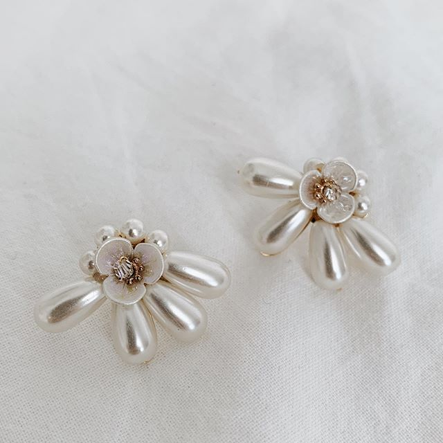 Loving the intricate details on the gorgeous Freshwater Droplet Ear Studs - available for preorder (closes 18 Oct, or when orders are filled prior) 💫 #incalmrepose
