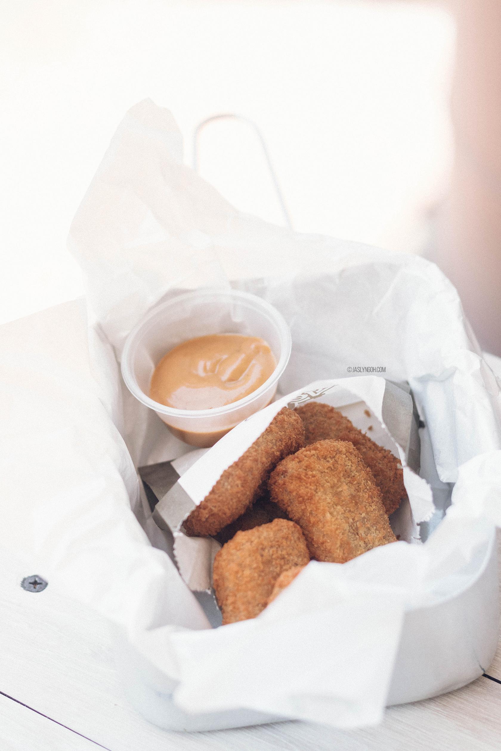 Chik'n Nuggets with Dijonnaise (Dijon + Mayonnaise) Sauce ($5.90)