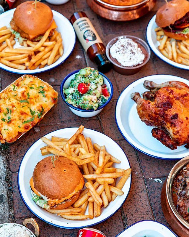 Burgers, loaded cottage pies, salads and more... this is the weekend sorted!  #thehonestchicken #tastyfood #fastfood #delish #healthyfood #healthy #foodiegram #foodstagram #rotisseriechicken #chicken #belrose #newportbeach #newport #sydneyeats #sydneynorthernbeaches #belroseraiders #sportsclub #northernbeach #newporteats #belroseeats #belrosefood #belrosecatering #catering #belrosecommunity #newportcommunity #burgers #family #sydneycommunity #sydneylocal #goodfood