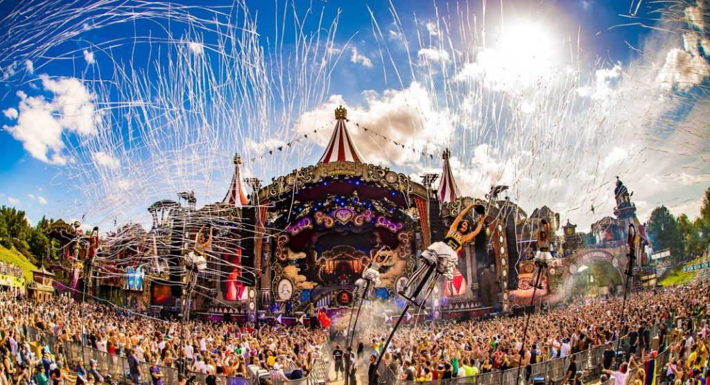 tomorrowland-amicourm-spectaculum.jpg
