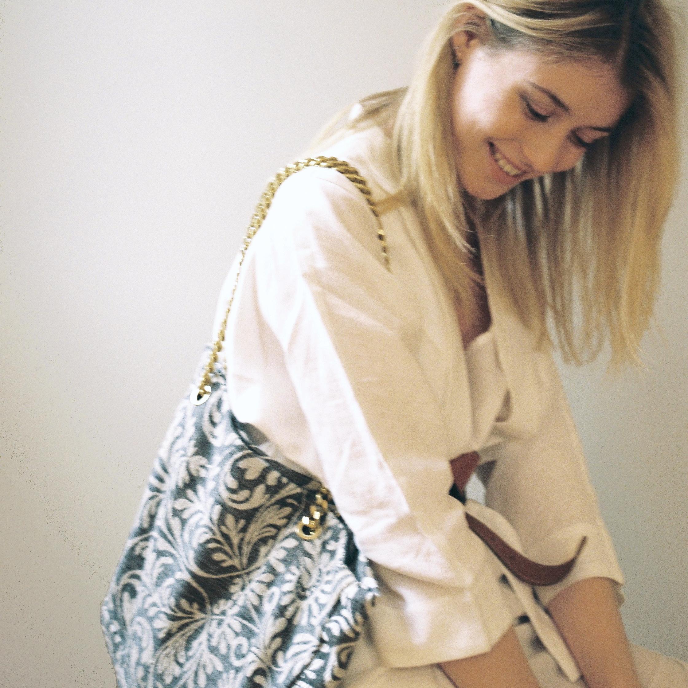 MARLI - Une marque française de sacs cabas réalisés à partir de tissus d'ameublement recyclés. Chaque pièce est unique et fabriquée en France par des personnes en situation de handicap.Voir le site