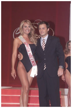 "Entrega de banda de ""Mejor Sonrisa"" como dentista oficial del Miss Global Beauty Quest Venezuela -2005 - Venezuela"