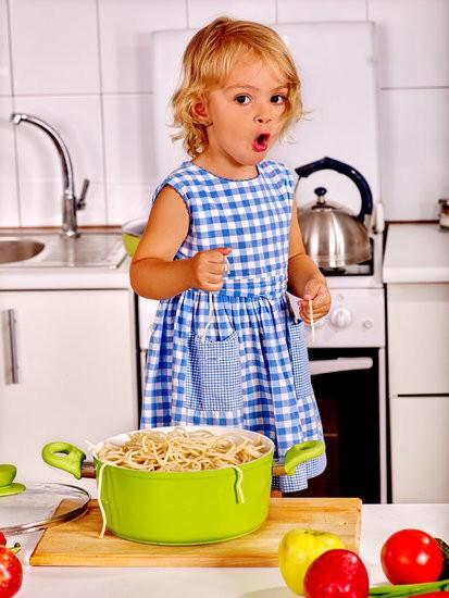 enfant qui cuisine.jpg