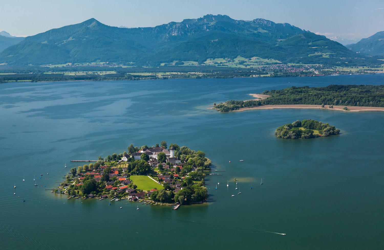 germany-bavaria-chiemsee-lake-mountain lakes district