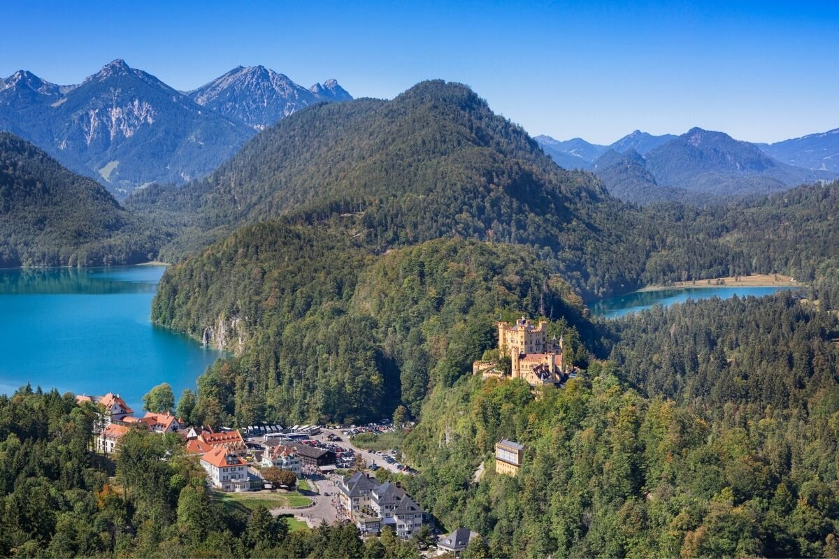 Schwansee is to the right and Alpsee is to the left