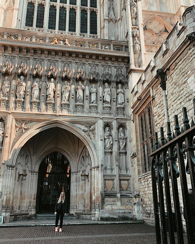 Throwback to crying approximately 1000 times at Westminster Abbey because I just found this pic while trying to create more iPhone storage space . . . #london #travel #travelstyle #londontravel #westminsterabbey #throwback #uk #england