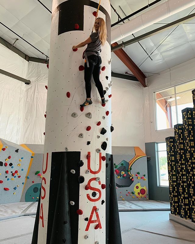 Today I found out that any upper body strength I thought I had was a lie. Thank you so much to Lauren for showing me the ropes (I've said that twice already and I still think it's a hilarious pun). Onward and upward amirite. . 📍 @highpointhuntsville . . . #saturday #rockclimbing #climbing #saturnv #huntsvilleal #huntsvillealabama #ihearthsv #indoorclimbing #webshow #show #knowhuntsville #behindthescenes #bts #exploreyourcity #local #localbusiness #supportlocal
