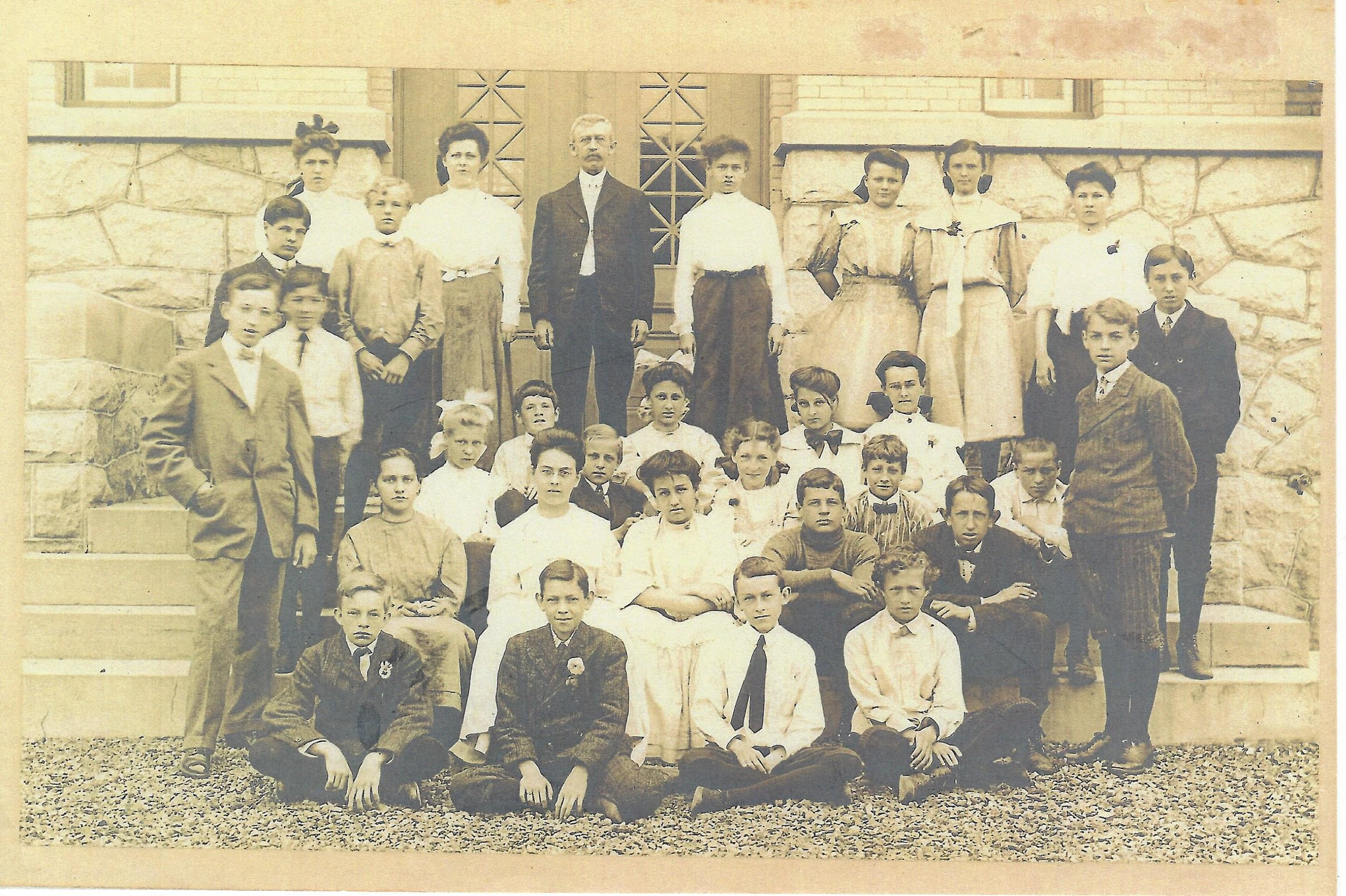 Pupils with their teachers and principal, Lester Rosenkranz, Broad Avenue Elementary School 1907