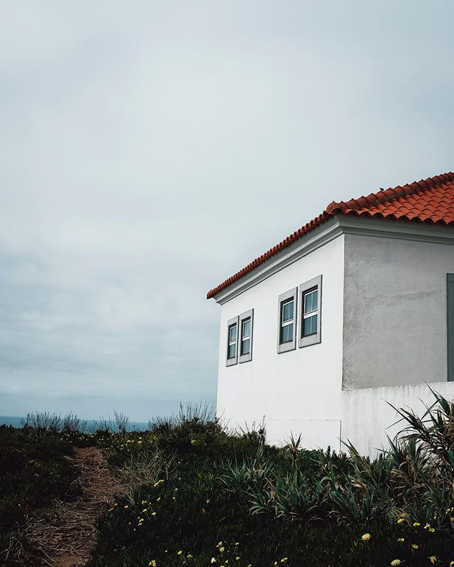 ⚡️ . . . . #igersportugal #p3top #gerador #portugalcomefeitos #shooters_pt #huntgram #toplisbonphoto #exploretocreate #folkmagazine #livefolk #liveauthentic #lostatlast #cntraveler #huffpostgram #thisismycommunity #artofvisuals #aov #lastingvisuals #roamtheplanet #lifeofadventure #stayandwander #passionpassport #exploretocreate #moodygrams  #campeveryday #aminhavisao #wanderlust #fujifeed #fujifilmx_pt