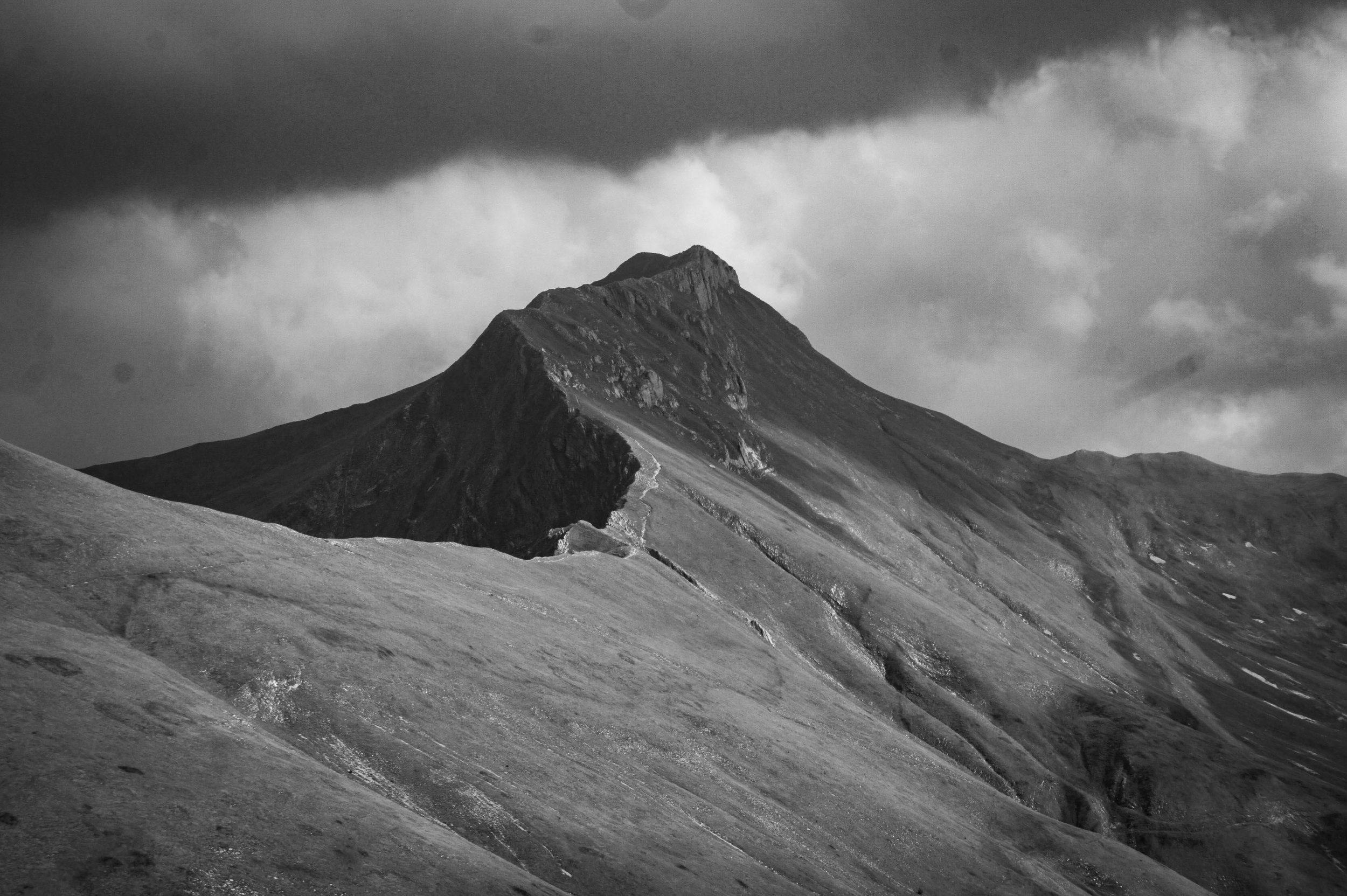BW_Snowdon route landscape pexels-photo-569391.jpg
