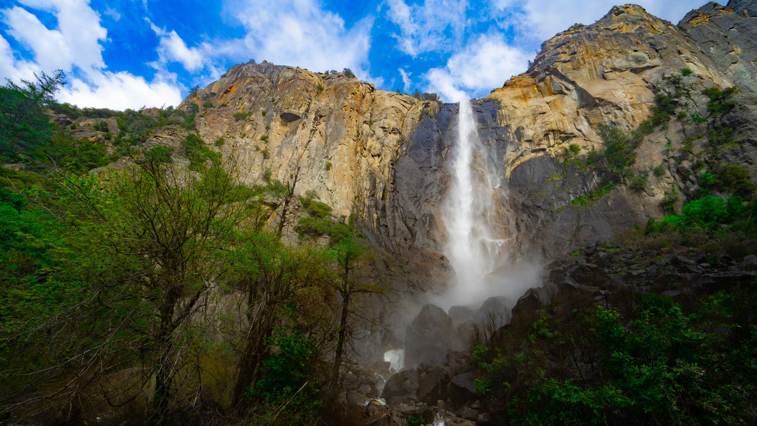 One of best national parks in the USA : Yosemite. Pictured above is a waterfall from the beautiful yosemite national park.