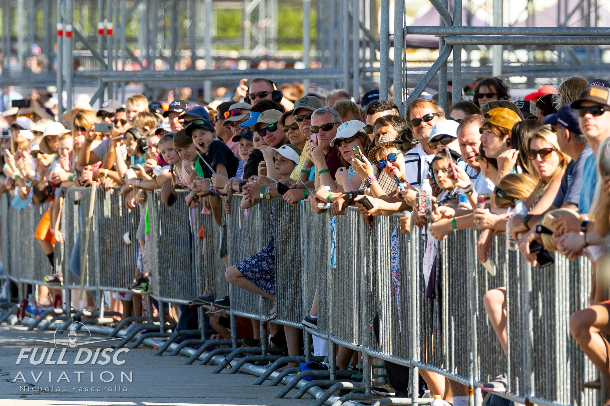 nicholaspascarella_fulldiscavation_aviation_airshow_mcasbeaufort_crowd.jpg