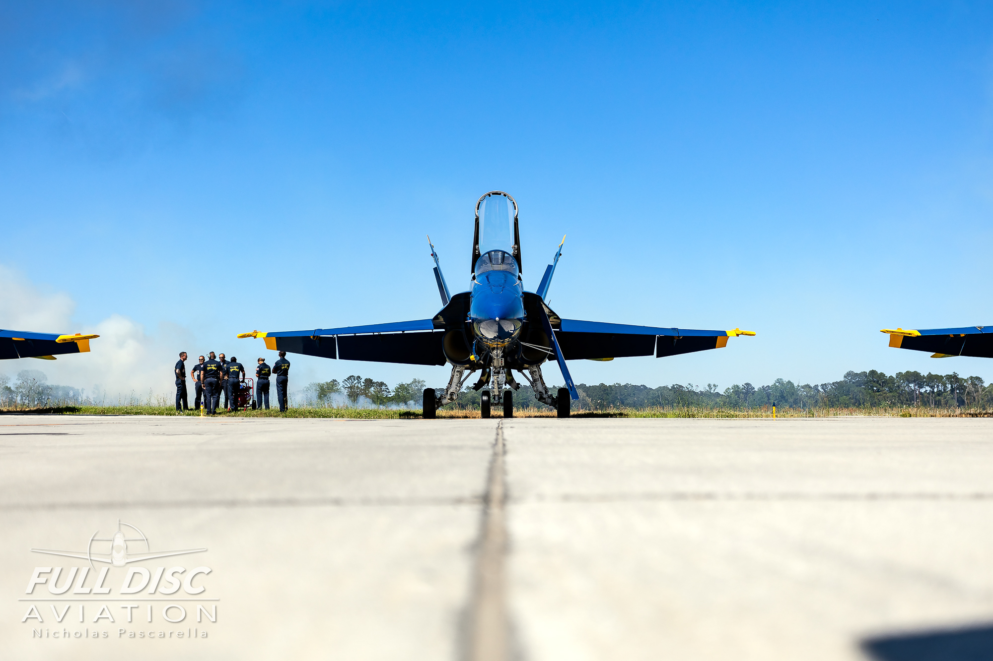 usnavyblueangels_nicholaspascarella_fulldiscavation_aviation_airshow_headon_.jpg