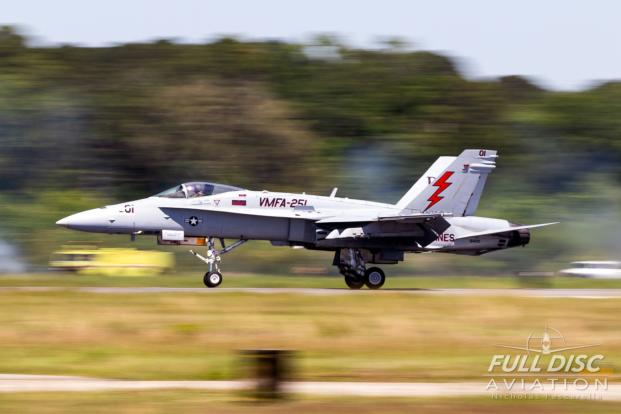 f18_landing_nicholaspascarella_fulldiscavation_aviation_airshow.jpg