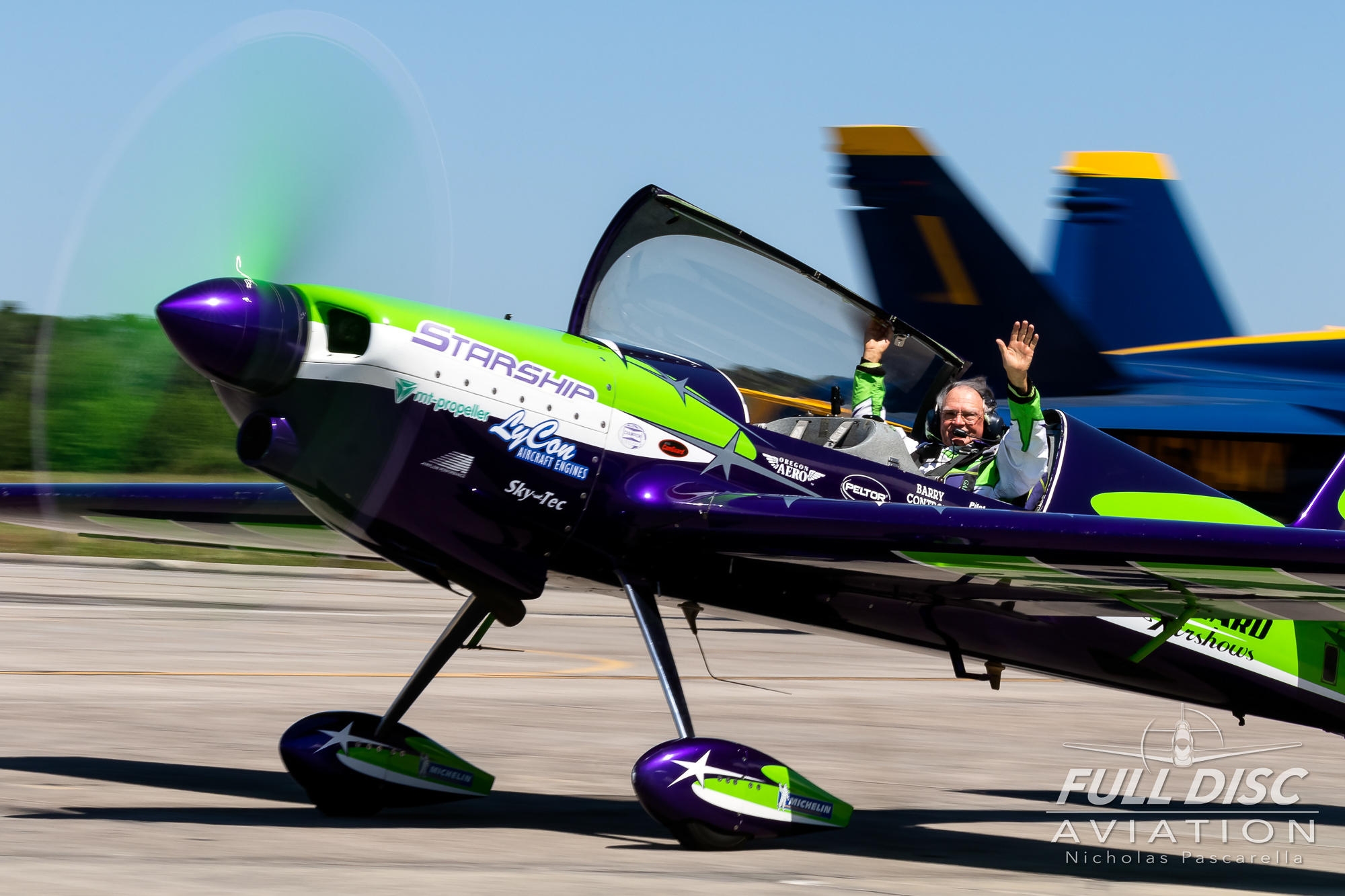garyward_taxi_nicholaspascarella_fulldiscavation_aviation_airshow.jpg