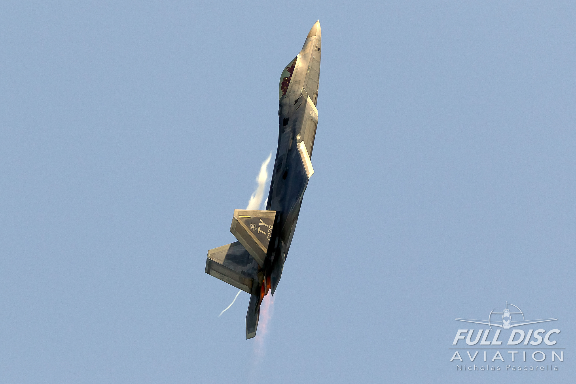raptor_f22_mcasbeaufort_vertical_nicholaspascarella_fulldiscavation_aviation_airshow.jpg