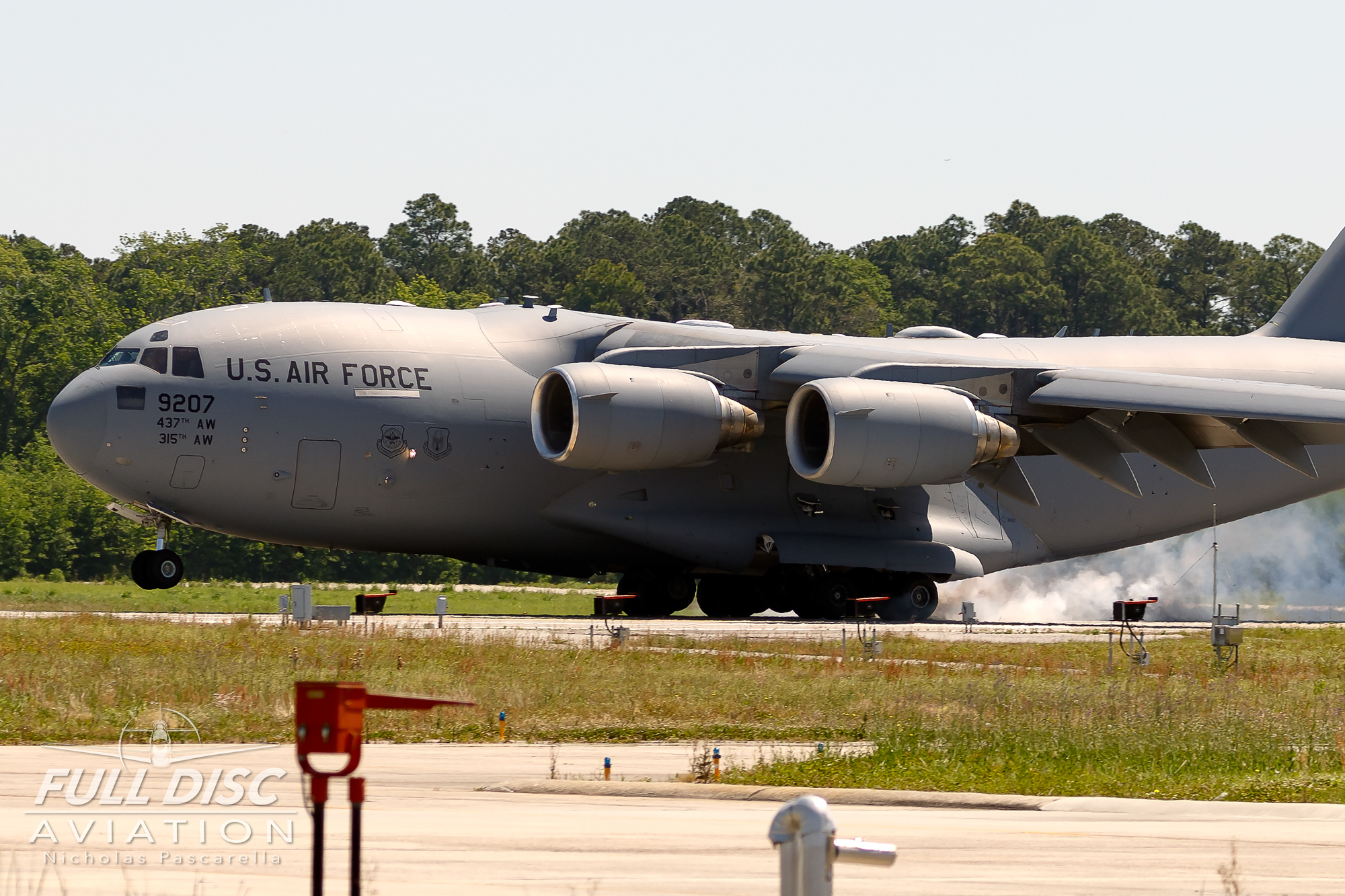c17_landing_wingsoverwayne_sjafbnicholaspascarella_fulldiscavation_aviation_airshow.jpg