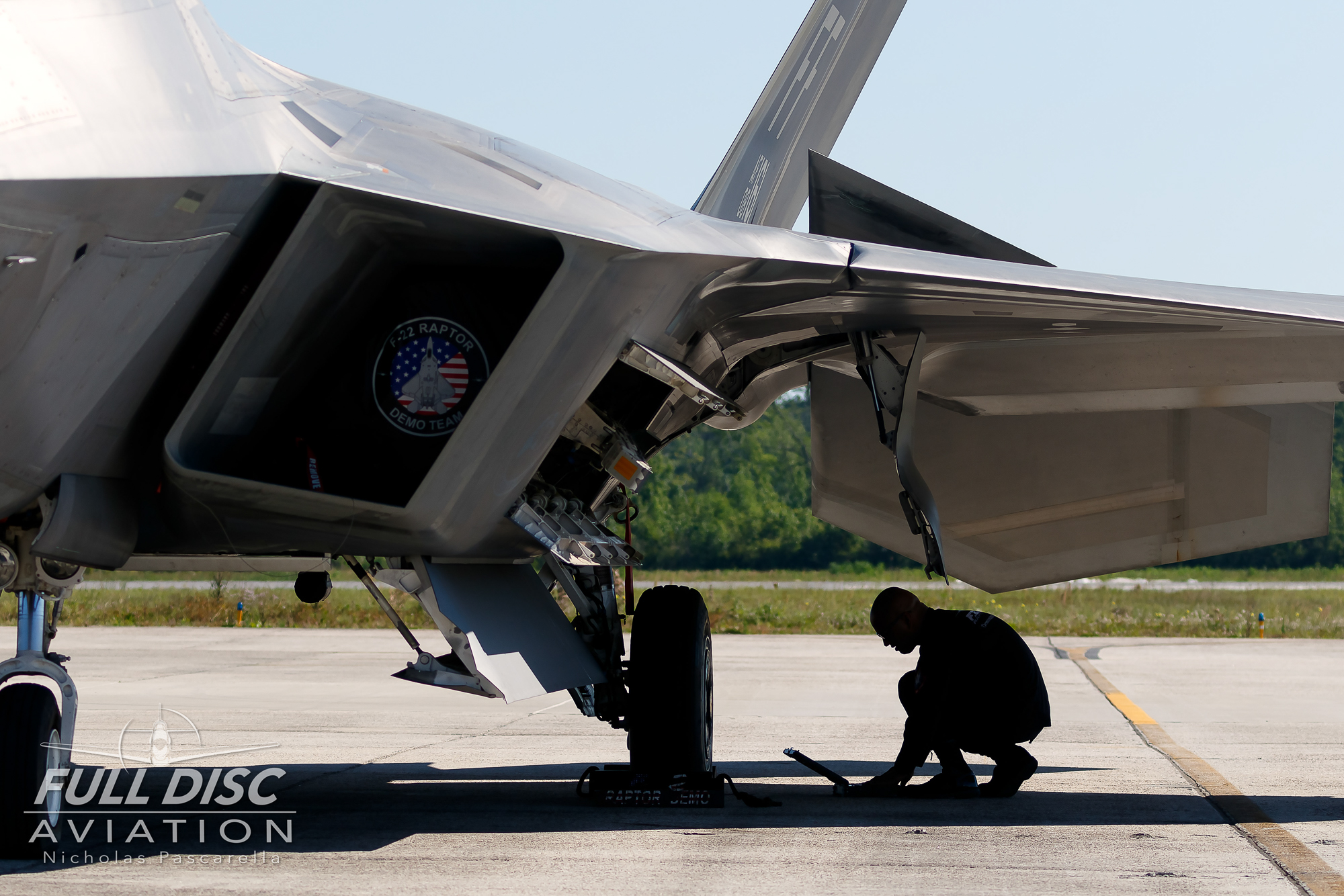 f22_aircrew_groundcrew_mcasbeaufort_f22raptor_raptordemoteam_nicholaspascarella_fulldiscavation_aviation_airshow.jpg