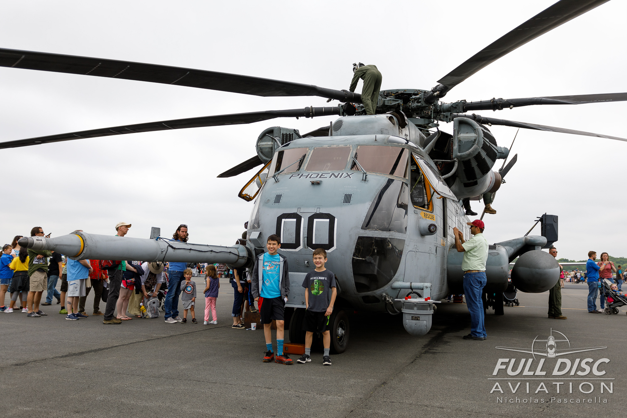 ch53_childrenpose_helicopter_usmarines_marines__aviation__nickpascarella_nicholaspascarella_fulldiscaviation_leasewebmanassasairshow.jpg