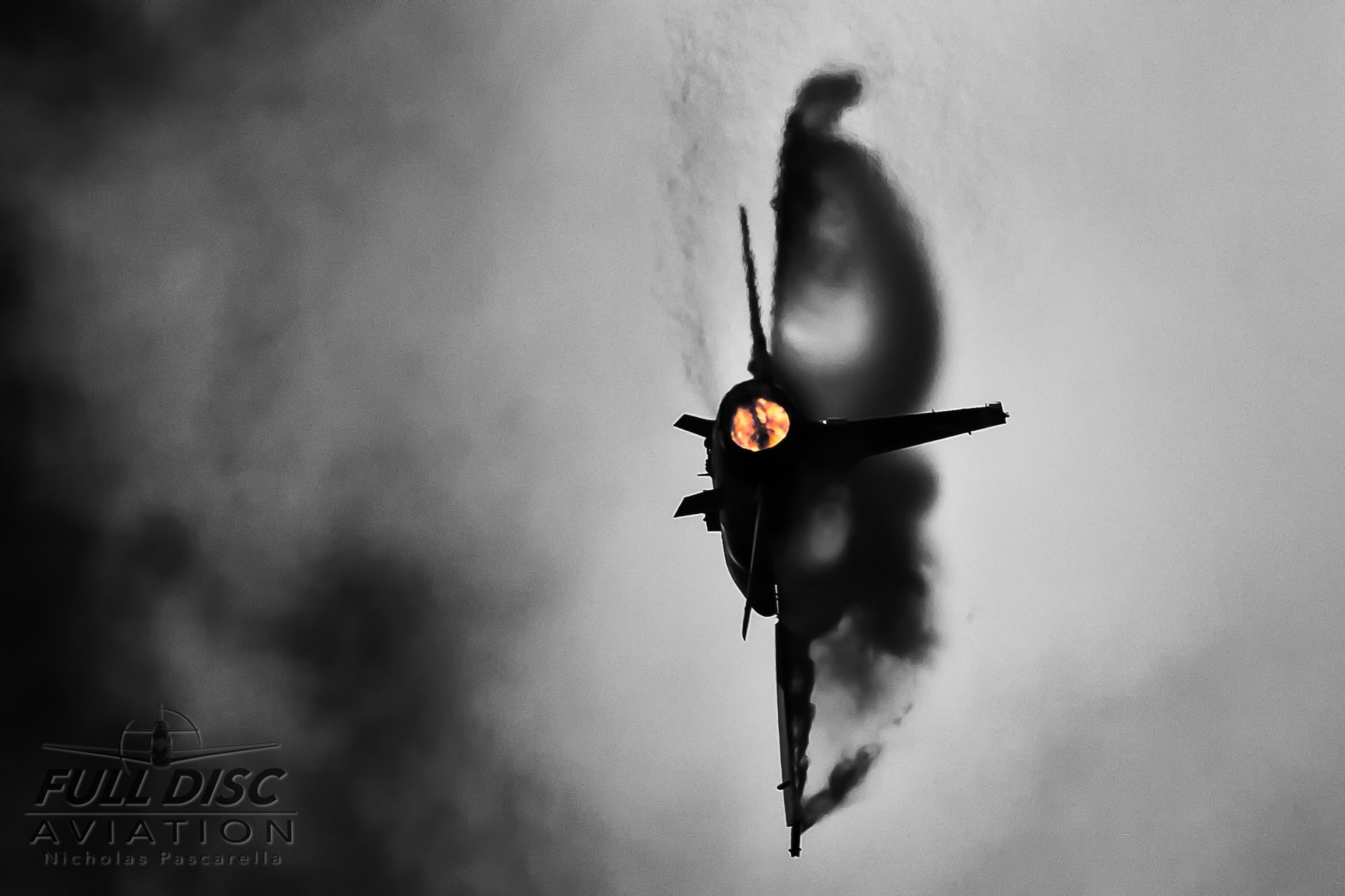 nickpascarella_nicholaspascarella_fulldiscaviation_aircraft_f16_turnandburn.jpg