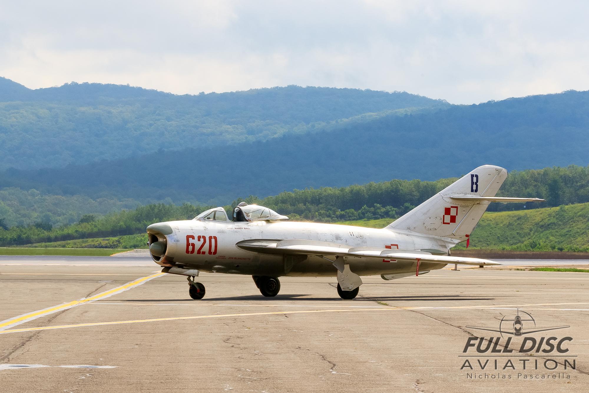 nickpascarella_nicholaspascarella_fulldiscaviation_aircraft_mig_morning.jpg