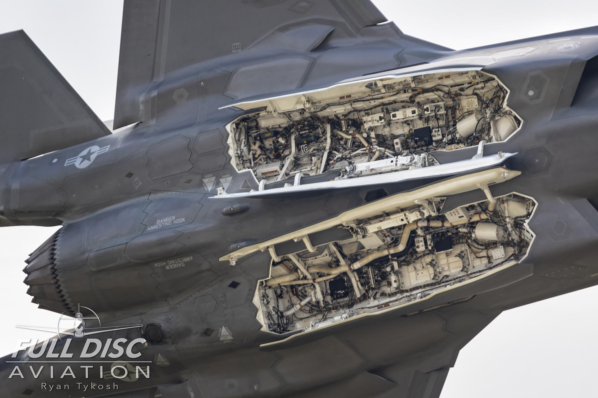 wow19-fdartykosh-f35demo-bombaycloseup.jpg