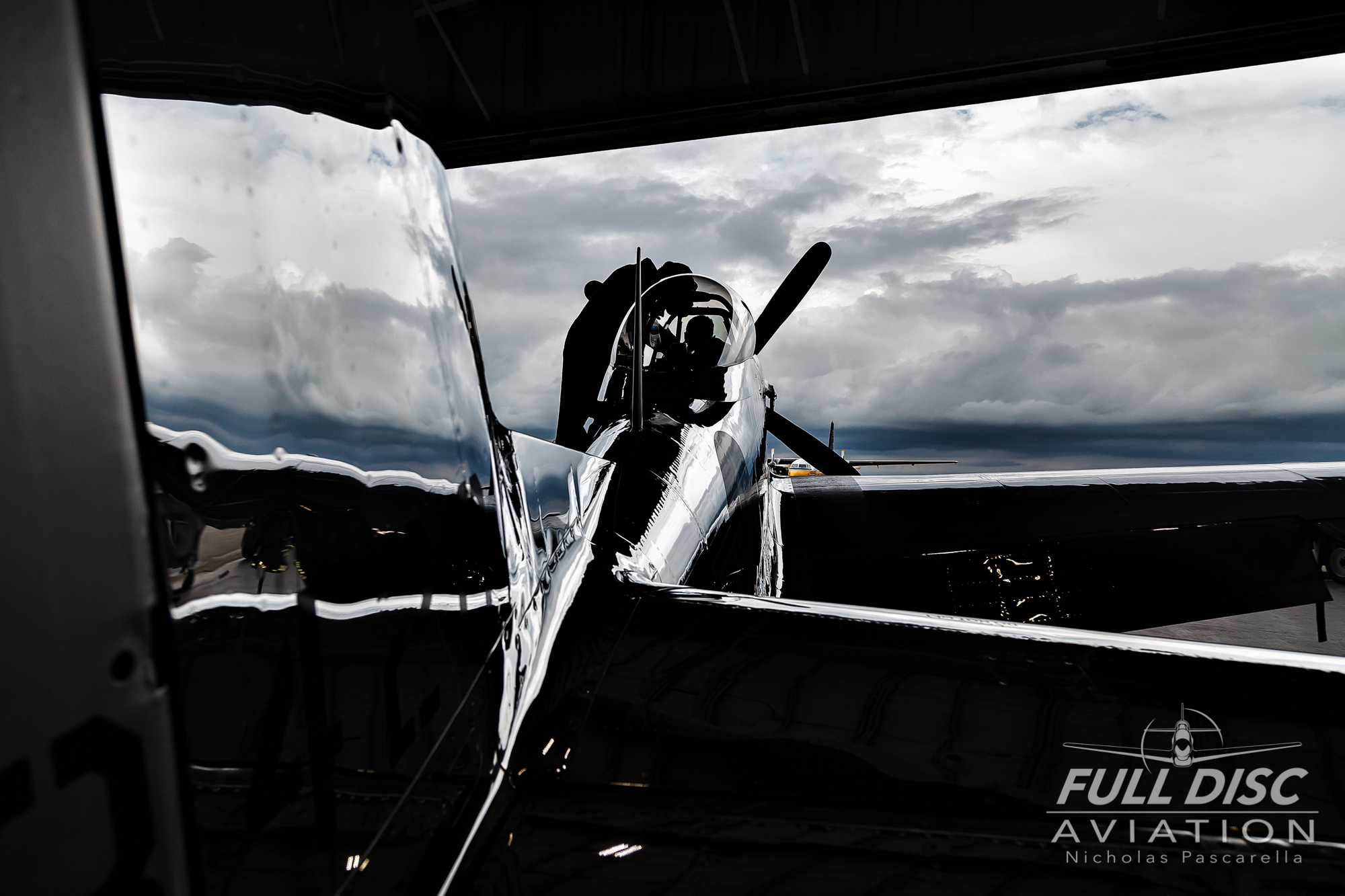 andrewmckenna_fulldiscaviation_nickpascarella_blackandwhite_hangar_moody.jpg
