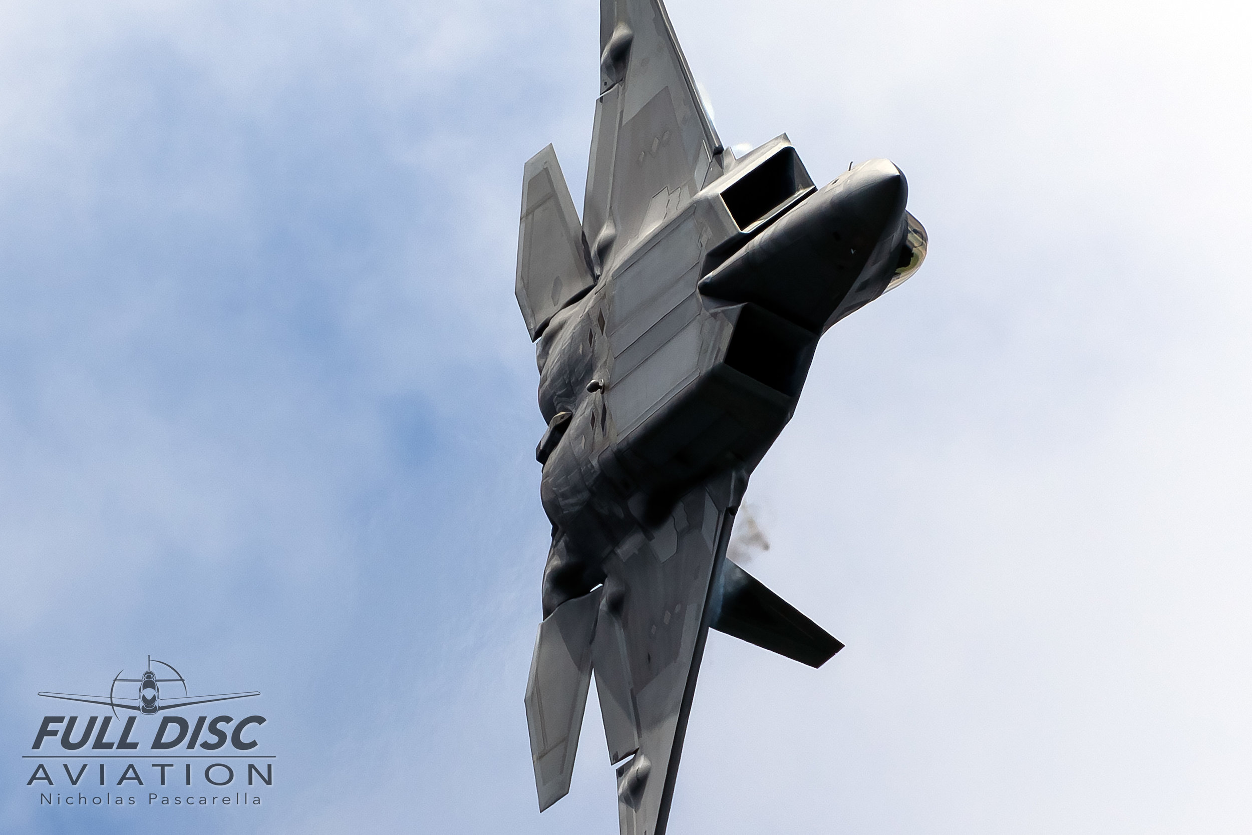 f22_f22raptor_fulldiscaviation_nickpascarella_hardturn.jpg
