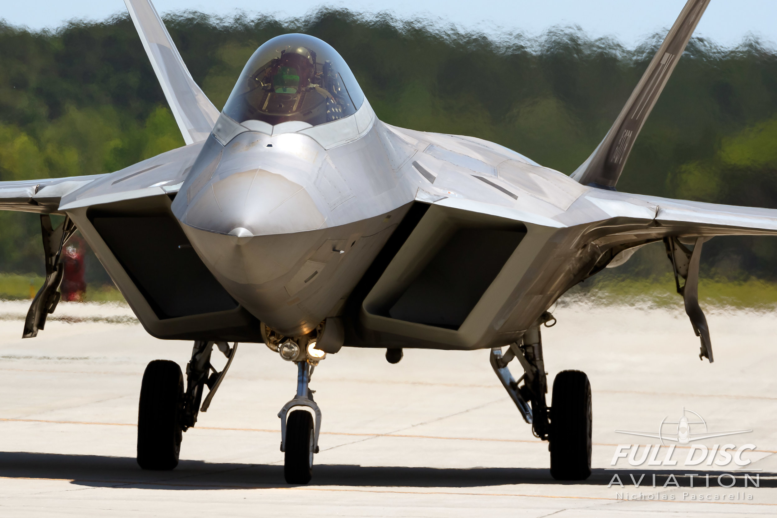 f22_inyourface_raptor_nicholaspascarella_fulldiscavation_aviation_airshow.jpg