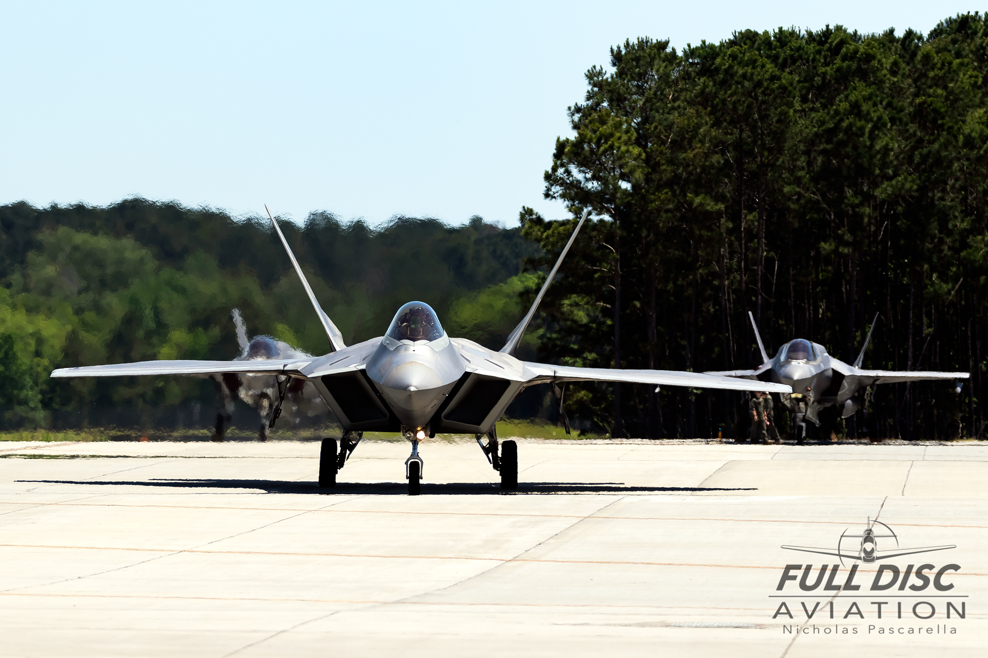 f22_nickpascarella_fulldiscaviation_f35b_taxi_mcasbeaufort.jpg